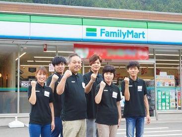 ファミリーマート 新城玖老勢店の画像・写真