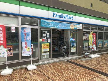 ファミリーマート 都筑ふれあいの丘駅前店の画像・写真