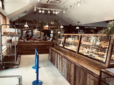 R Baker 東香里店の画像・写真