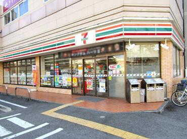 セブンイレブン 大阪十三本町3丁目店の画像・写真