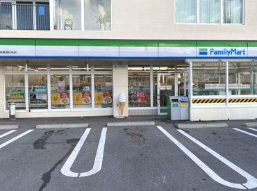 ファミリーマート中部商業高校前店の画像・写真